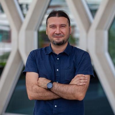 Sunum  Cenk Yanık Doktora: Fizik<br>Nanofabrikasyon Takım Lideri