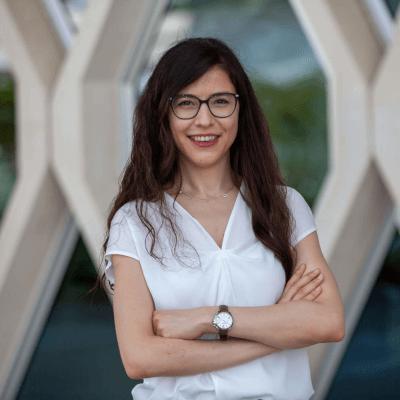 Sunum  Özge Çavuşlar Doktora: Malzeme Bilimi ve Mühendisliği<br>Araştırma Hizmetleri geliştirme Uzmanı